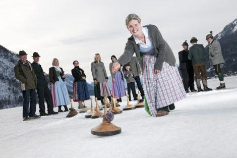 Winterurlaub & Skiurlaub am Obersulzberggut in Radstadt, Salzburger Land - Eisstockschießen im Ski amadé